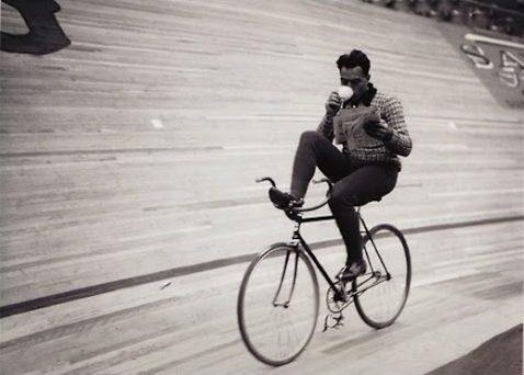 ciclista-estudiando